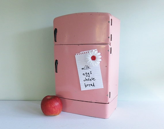 1950s Wolverine Pink Toy Refrigerator Stocked with Lithographed Groceries