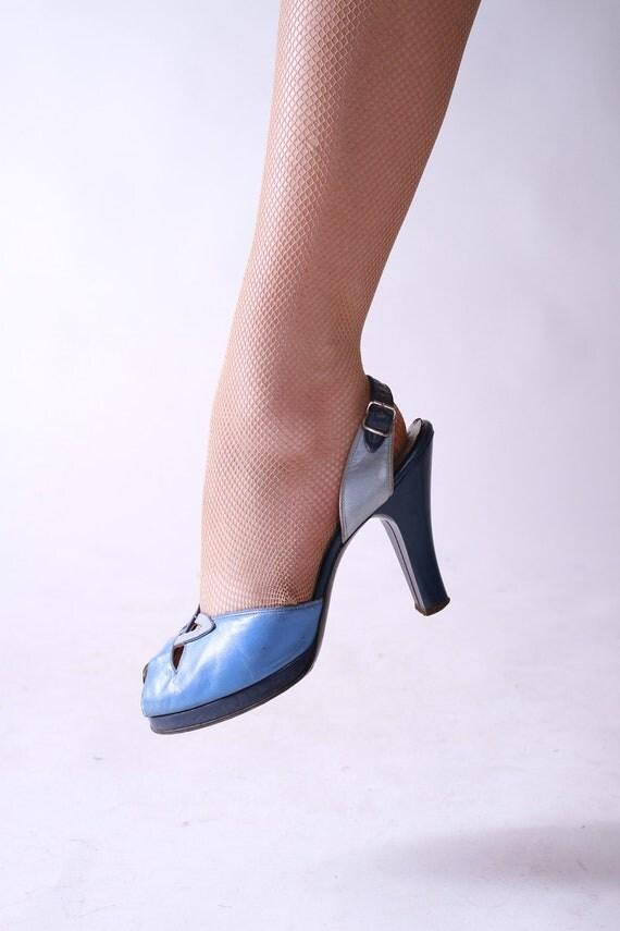 Vintage 1940s Heels //  Amazing Tri Tone Blue and Periwinkle Platform Peeptoe Slingback Heels 7.5 B
