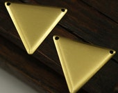 200 Raw Brass Triangle Charms 2 holes (22 x 25 mm) brs 3014 ( A0052 )