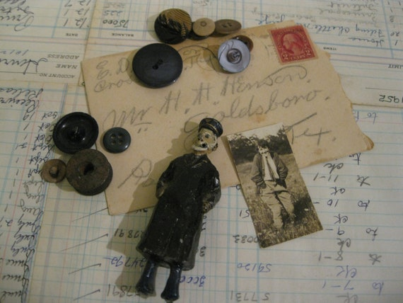 Old 1929 Letter....Cast Iron Man Figure...Old Buttons....Old Photo  ( 2394 )