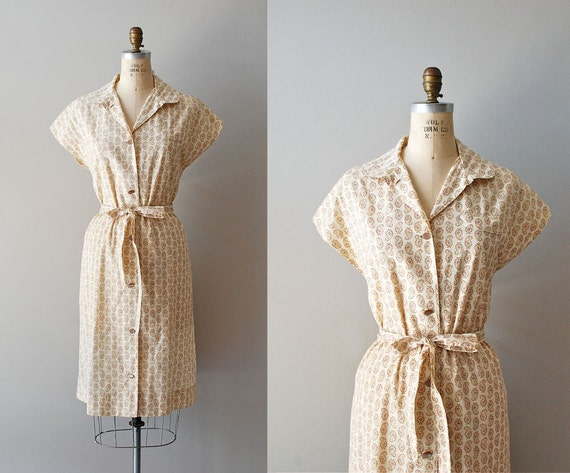 vintage 60s dress / 1960s day dress / Feathered Paisley shirtdress