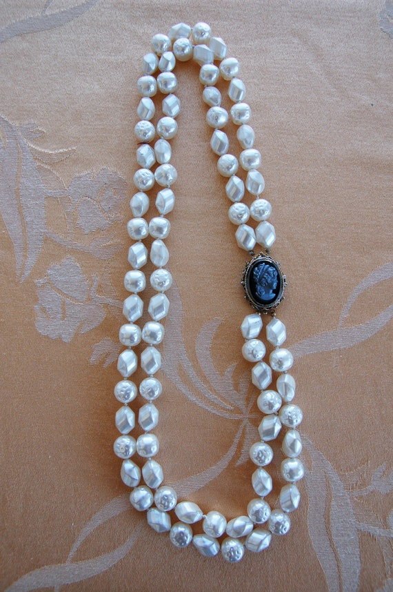 Lovely Pearl Necklace with Cameo Brooch