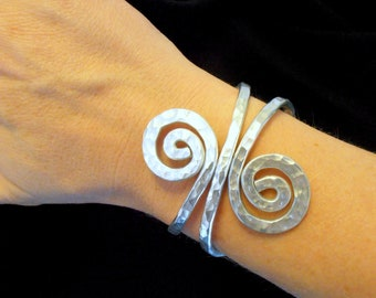 Hammered Wire Swirl Cuff Bracelet - Choose Your Color