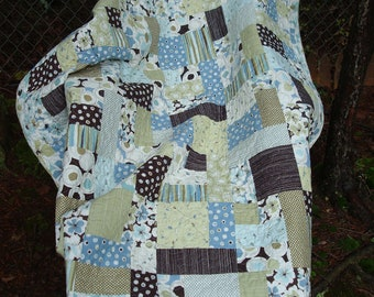 Blue and Green Cottage Chic Twin Bed Quilt