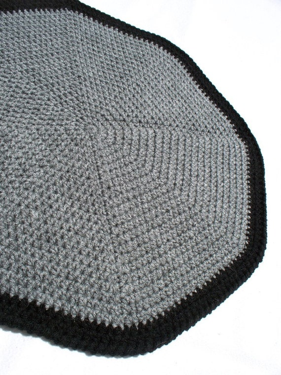 Round Pet Blanket - Grey and Black - 18 Inch