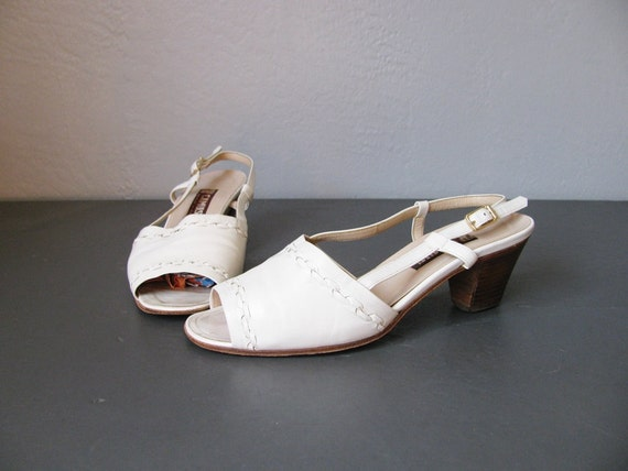 vintage white leather OPEN TOE SUMMER sandals. size 5.5.