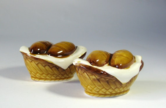 Vintage Bread Basket Salt Pepper Shakers