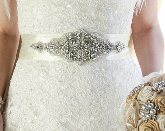 Bridal sash , rhinestones and pearl sash, wedding sash, jeweled sash belt, crystal sash, wedding gown embellishment