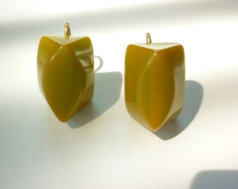 40s Bakelite Earrings lime and butterscotch swirl CHUNKY