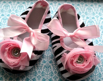 NEW....Zebra and Pale Pink Chiffon Crib Shoes...size 18-24  months