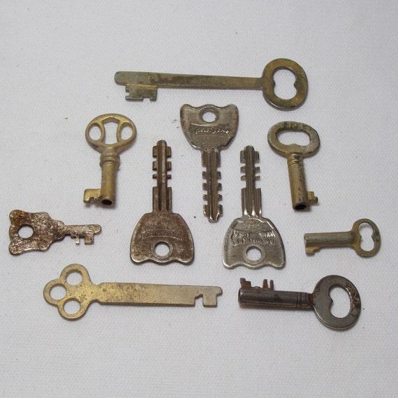 Set of 10 Vintage Keys