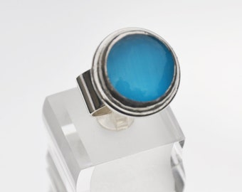 Turquoise cats eye glass ring