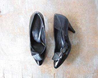 black patent leather shoes, vintage 1980s black pumps, 80s party shoes, size 8 high heels