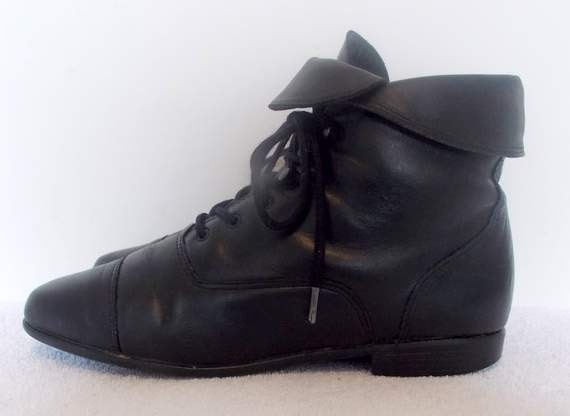 Sz 7.5 Vintage black leather lace up flat Maine Woods granny ankle boots.