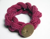 Chain knitted and knotted wool yarn bracelet  fuchsia, fabric covered button, knitted jewelry, pink flambe. Knitted jewelry