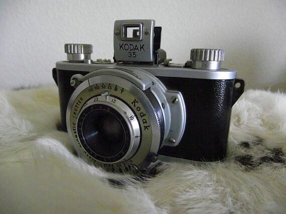 """Antique 1930's """"Kodak 35"""" 35mm Film Camera and Case"""