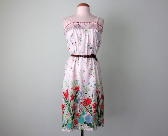 70s dress / white floral print cotton smocked sundress (xs - s)
