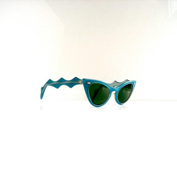 50s Cabana designer sunglasses - cat eye with optical glass lens - no prescription - Mad Men Betty beach chic