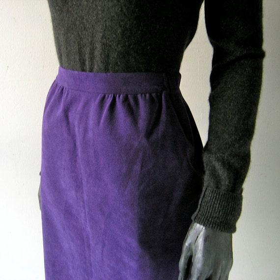 Purple ultrasuede skirt - 70s Halston A-Line - size 8 fashion designer chic - grape purple color