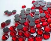 144 Glass Rhinestones in LIGHT SIAM 20ss 5mm Flatback Hotfix 1 Gross