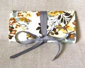 jewelry roll - equinox - retro style floral in neutral colors