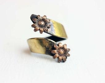 Daisy Twist Ring, Daisy Ring, Brass Ring, Brass Daisy Ring, Flower Ring, Twist Ring, Brass Flower Ring, Vintage Flower Ring