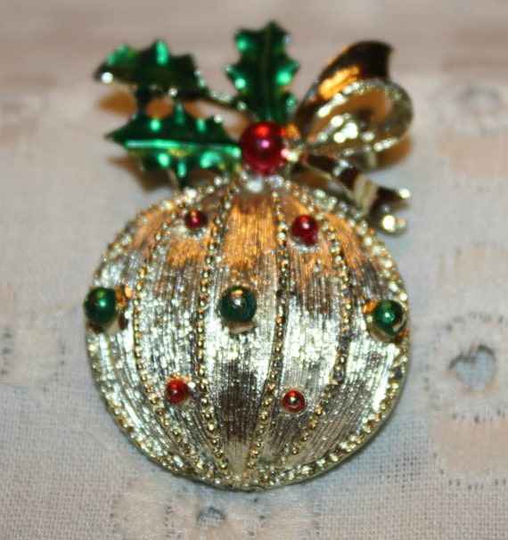 FINAL CLEARANCE PRICE Gold Tone Christmas Ornament Pin
