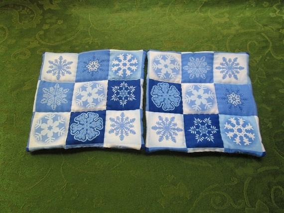 big blue snowflakes set of 2 potholders hot pads