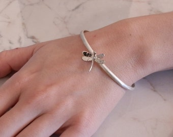 DEAGONFLY -  bangle in brushed silver with a handmade dragonfly
