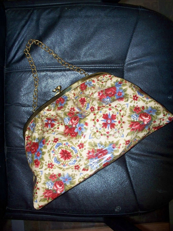 Vinyl  Purse/Make-up ~ Tapestry  Flower  Large Kiss Lock Carpet Bag Purse Handbag Mad Men Era