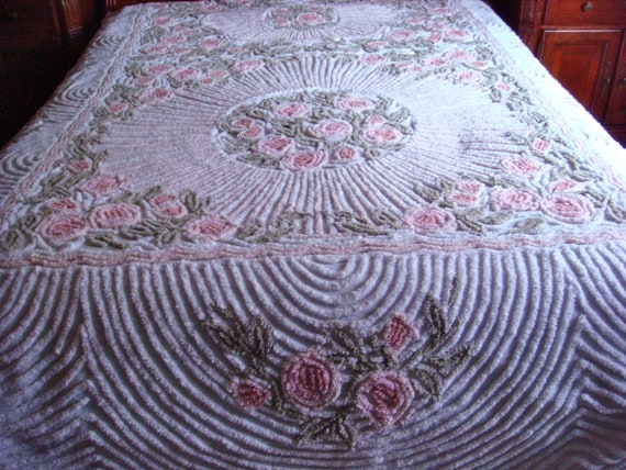 Gorgeous Shabby Chic Cabbage Roses Vintage Cotton Chenille Bedspread