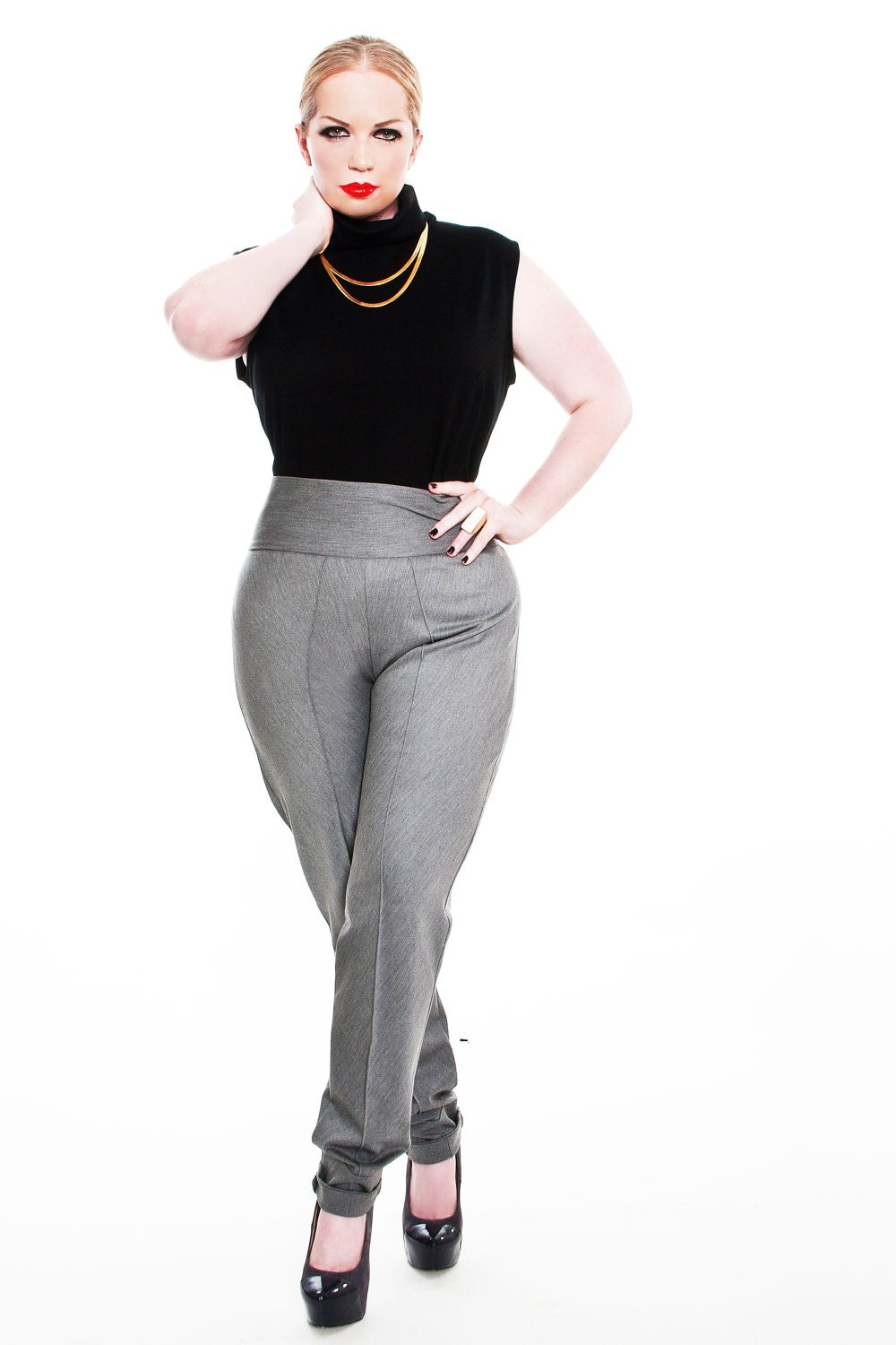 Women's Plus Size Pants: Sizes We know you're looking for plus size pants that are one part chic one part polished and comfy no matter what. That said we've got your perfect pair! Play with prints in our palazzo and soft pants or find plus size dress pants from trousers to skinny pants that are office-approved. Is the perfect fit.
