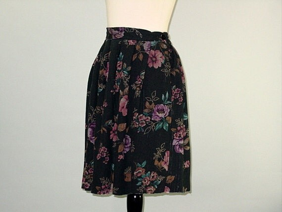 RESERVED for Sarah---Vintage 80s Skirt / Mini / FLORAL TAPESTRY / m-l