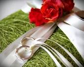 Garden Roses Wedding Ring Bearer Pillow. Orange Red. Bed of Roses. Ivory White Ribbon. Garden Wedding. Spring. Summer. Grass (Made to Order)