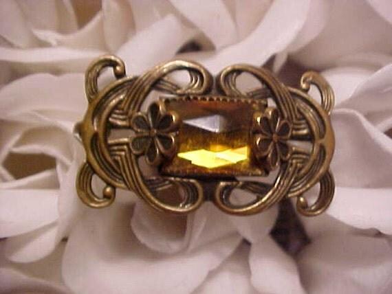 Vintage EDWARDIAN PIN Honey Amber clr COLLAR Style Old c-clasp back Feminine & Elegant/Bargain