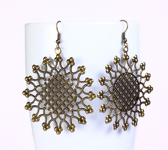 Antique brass flower round drop earrings (536) - Flat rate shipping
