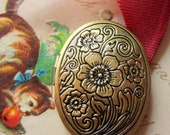 3 Bronze lockets Engraved floral Oval lockets  victorian style jewelry photo locket  brass 24mm x 30mm LOC7-SB3