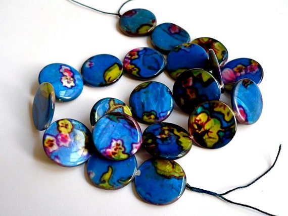 Printed shell coin beads - 20 pieces - electric blue, with green and pink