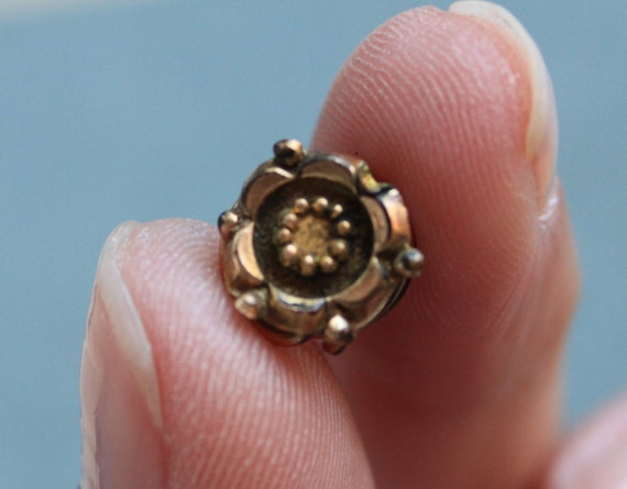 Victorian Lace Pin / Etruscan