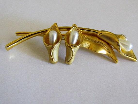 Faux Pearl Calla Lily Brooch & Earrings