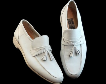 Vintage 60s 70s White Tassel Loafers by French Shriner Italy // Unisex Men Size 7 Women Size 8 1/2 Wedding Rock n Roll // Vegas Palm Springs