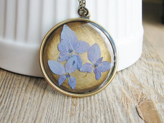 Hydrangea Flower Necklace Botanical Jewelry Necklace Pressed Periwinkle Hydrangea Blossums Resin Bridal Pendant Nature Inspired Garden Gift