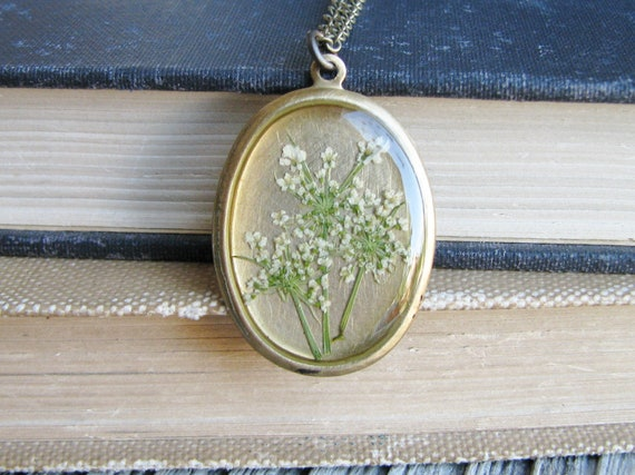 Queen Anne's Lace Necklace Pressed Wildflower Botanical Jewelry Resin Pendant Garden Fashion Bridal Gift