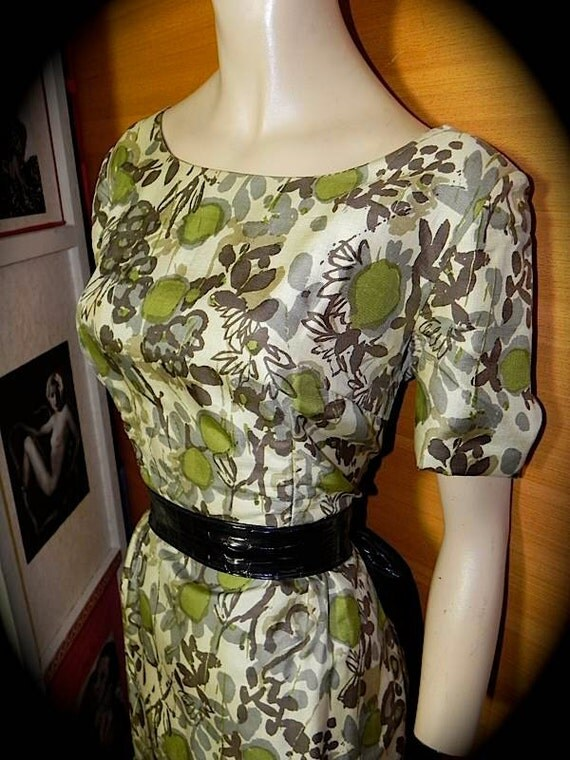 Vintage 1950s SILK Wiggle Dress with Great Water Colour Floral Print M
