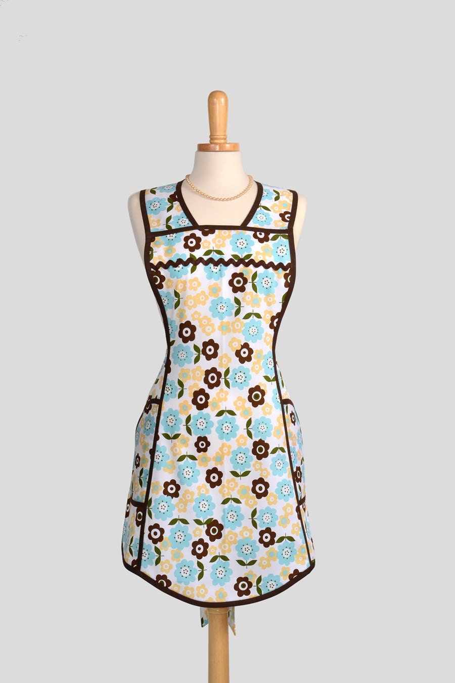 Retro Full Kitchen Apron Handmade Cute Womens by CreativeChics