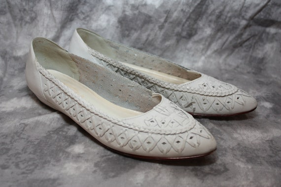 vintage white woven leather flats by Fragola size 8 B