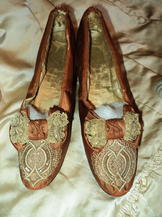 Antique French Silk Lace Madame Shoes Marie Antionette Regal Bows Late 1800s 19th C Rare