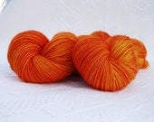 Sunburst Finish: hand dyed superwash Blue Faced Leicester sock/4-ply 100g 400m