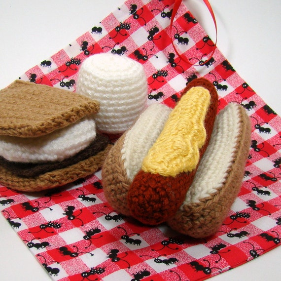 Hotdog and S'mores - Crochet Pretend Play Food Set - Backyard Campout, Barbeque, Picnic fun for children