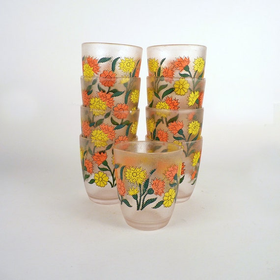 Vintage Plastic Drinking Cup Glass with Large Red and Yellow Flowers Printed all Around Great for kids Men Women hold 8 oz Price Under 30